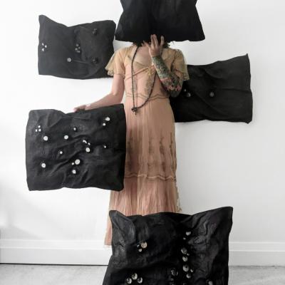 profile_Black-Pillows-and-Dress.20210523075409.jpg
