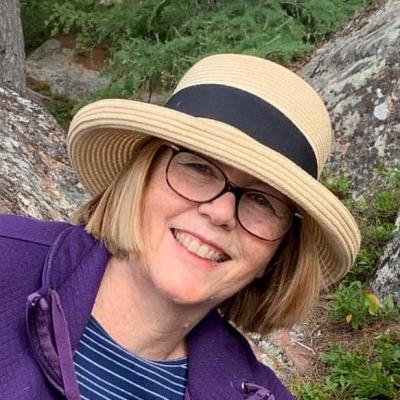 profile_Lynne-Ryall-portrait.20210520213226.jpg